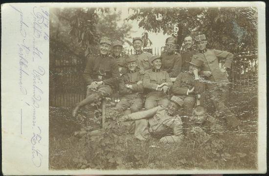 Vojaci na zahrade | antikvariat - detail pohlednice