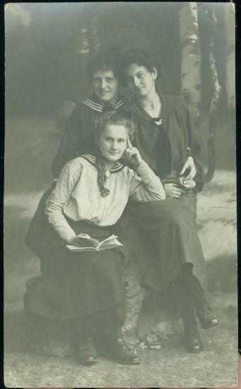 Slecny v namornickem | antikvariat - detail pohlednice