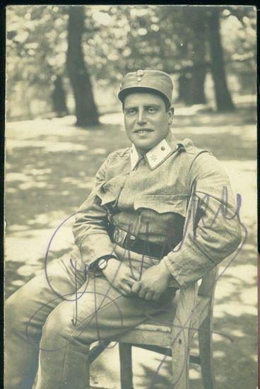 Vojak na zidli v parku   antikvariat - detail pohlednice