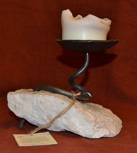 Kovany svicen montovany do kamene   antikvariat - detail starozitnosti